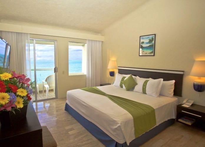 Aquamarina Beach Cancun King Room