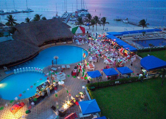 Aquamarina Beach Cancun Night