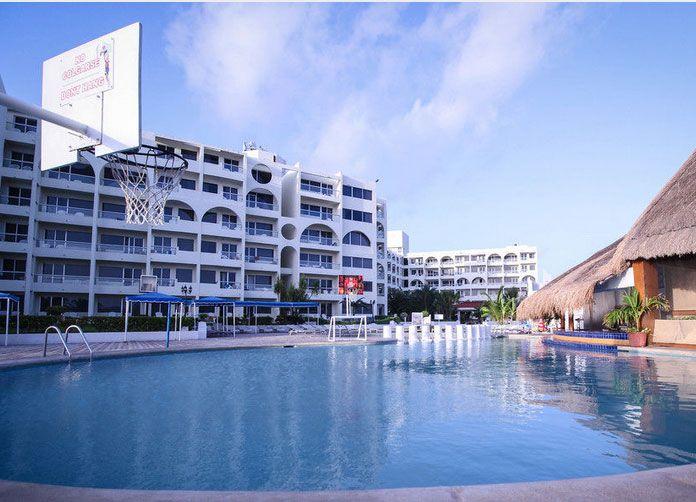 Aquamarina Beach Cancun Pool