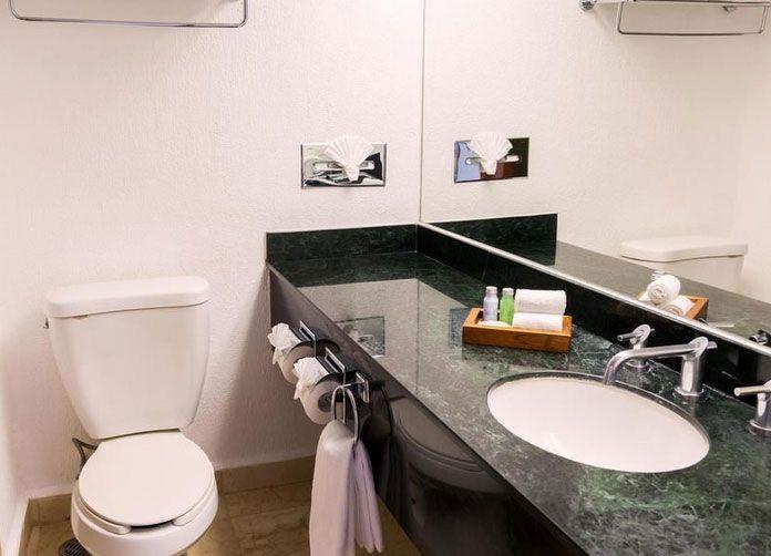 Flamingo Cancun Bathroom