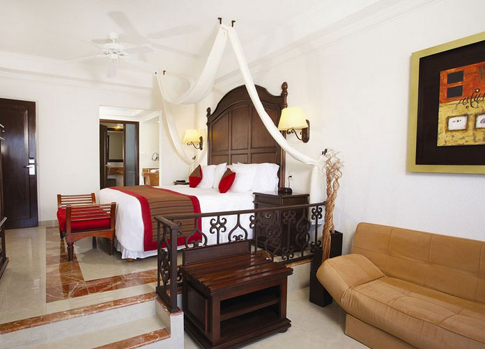 Gran Caribe Resort Cancun King Room