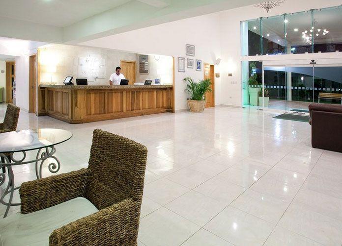 Holiday Inn Cancun Arenas Lobby
