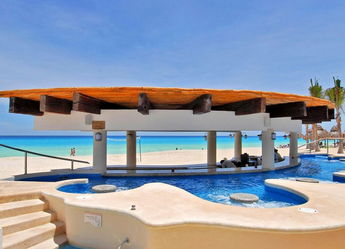 Omni Cancun Pool Bar