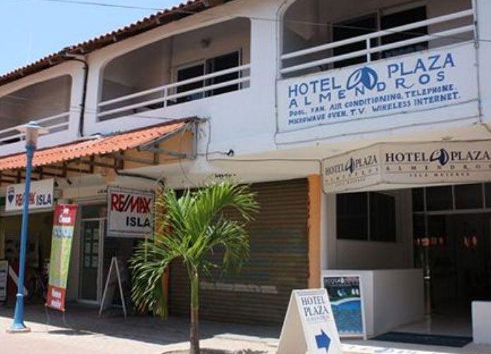 Plaza Almendros Isla Mujeres