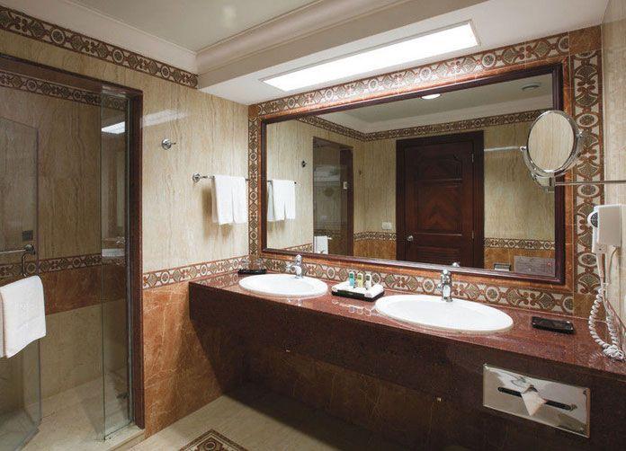 Riu Palace Las Americas Bathroom