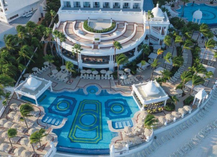 Riu Palace Las Americas Pools