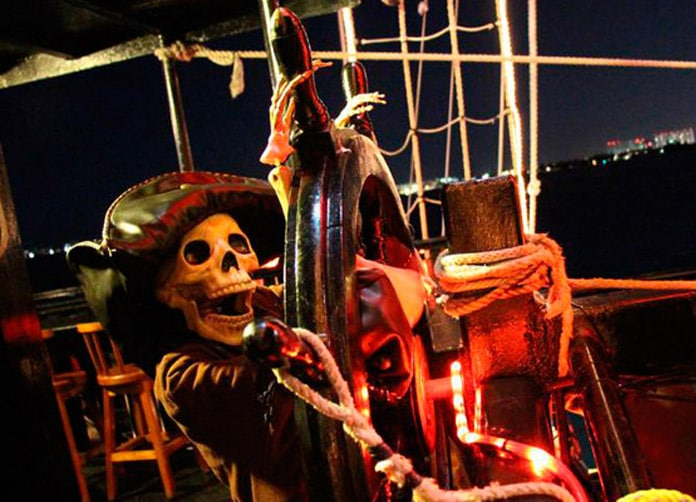 Captain Hook Cancun Skeleton